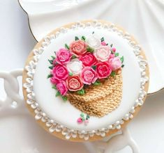 Ml B, Beautiful Cakes, Cookie Decorating, Panna Cotta, Bakery, Decorative Plates, The Incredibles, Ethnic Recipes, Food