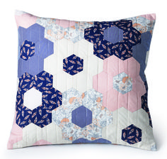 """This 20"""" quilted pillow features hexagon flowers in navy, peach and cream colored patterns. Video tutorial included! #Englishpaperpiecing #MarianneFons #smallproject"""