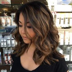 Balayage hair color concept is very popular nowadays! Balayage provides you with a very sunny glow because it blends more evenly than conventional highl Round Face Haircuts, Haircuts For Long Hair, Hairstyles For Round Faces, Black Hairstyles, Wedding Hairstyles, Cool Hairstyles, Medium Hair Cuts, Medium Hair Styles, Curly Hair Styles