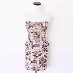 Floral Strapless Peplum Style Dress    [url]: http://www.vinted.com/sh/clothes/15336442-floral-strapless-peplum-style-dress