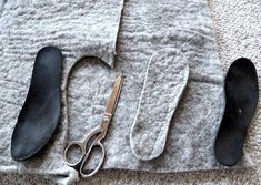 Winter Survival Hacks to Keep You Warm & Cozy Add wool to your boots to keep your toes warm! 20 Winter Survival Hacks to Get You Through the Colder Months Winter Diy, Winter Hacks, Recycled Sweaters, Wool Sweaters, Alter Pullover Diy, Wool Shoes, Winter Survival, Old Sweater, Diy Clothing