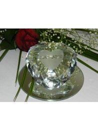 cadeau marraine baptême: coeur en verre sur miroir