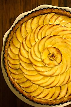 10 apples go into to this mouthwatering French Apple Tart. Simply flavored with only vanilla, sugar and apricot glaze Pastry Recipes, Tart Recipes, Sweets Recipes, Dinner Recipes, Pate Sucree Recipe, Tart Crust Recipe, French Apple Tart, Thing 1, Organic Recipes