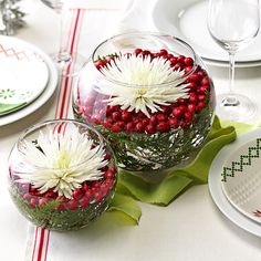 20 Jolly Ways to Decorate Your Table for Christmas 20 Christmas Table Decorations Perfect for the Holiday Season Elegant Christmas Centerpieces, Christmas Tablescapes, Holiday Tables, Christmas Runner, Christmas Table Settings, Christmas Table Decorations, Purple Christmas, Christmas Flowers, Beautiful Christmas