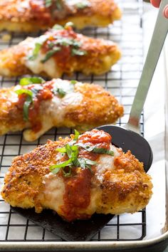 The BEST Chicken Parmesan. A quick and easy 30 minute weeknight meal everyone will love! Now I know that's saying a lot but this Chicken Parmesan is pretty darn amazing. Weeknight Meals, Easy Meals, Fried Chicken Breast, Chicken Breasts, Cuisine Diverse, Chicken Parmesan Recipes, Chicken Parmesean, Crispy Chicken, Cooked Chicken