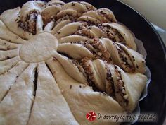 Εξαιρετική συνταγή για Βασιλόπιτα Κρουασάν. Είναι μια βασιλόπιτα με τέλεια εμφάνιση!!! Λίγα μυστικά ακόμα Η συνταγή είναι απο το βιβλίο της κας Βέφας για Χριστουγεννιάτικα γλυκά!!Ευχαριστούμε την Sitronella για τις φωτογραφίες βήμα βήμα (στις φωτογραφίες, στο τέλος έχει προστεθεί και σοκολάτα στη γέμιση) ) Chocolate Sweets, Love Chocolate, Bread Cake, Apple Pie, Deserts, Meat, Chicken, Food, Cakes