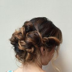 These real girl hairdos serve up some major inspo for wedding season Messy Wedding Updo, Bridal Updo, Messy Updo, Loose Updo, Hair Creations, White Wedding Flowers, Hair Brained, Bridesmaid Hair, Hair Hacks