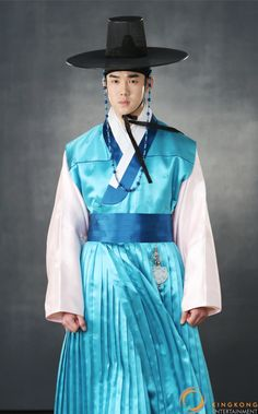 ideas for style korean men traditional clothes Korean Traditional Dress, Traditional Dresses, Trendy Fashion, Korean Fashion, Trendy Style, Korea Dress, Korean Hanbok, Korean Men, Korean Outfits