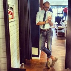 His jeans are a little high,oxford button down shirt, knit tie, washed jeans and suede oxfords. Best Mens Fashion, Latest Fashion Trends, Men's Fashion, Casual Wear, Casual Outfits, Men Casual, Cool Style, My Style, Well Dressed Men