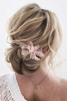 We have collected the most outstanding wedding updos for long hair. Opt the best variant for your inspiration! Be trendy on your wedding! Long Hair Wedding Styles, Wedding Hairstyles For Long Hair, Long Hair Styles, Bridesmaid Hairstyles, Homecoming Hairstyles, Short Hair, Hair Styles For Formal, Elegant Wedding Hairstyles, Medium Hair Updo