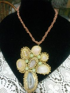 collar de agatas por Monica Galvan para Sareni Handmde