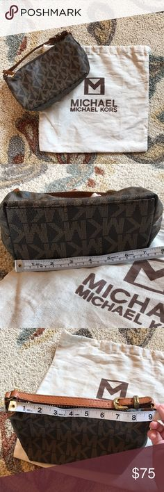 Michael Kors purse & bag LIKE NEW It's not new, but it's never been carried. No flaws at all. My MIL gave this to my daughter a few years ago, but she never used it. See pics for measurements or ask for some more. :) Smoke free. ⚡️ fast shipping. 🚫 trades. ✔️ offers. Michael Kors Bags Mini Bags