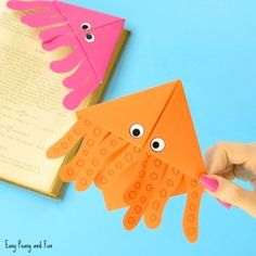 Octopus Corner Bookmarks - Easy Peasy and Fun Christmas Tree Corner Bookmarks – Origami for Kids – Easy Peasy and Fun Origami Halloween, Easy Origami For Kids, Origami Easy, Origami Design, Paper Crafts For Kids, Crafts For Kids To Make, Teen Crafts, Arts And Crafts For Teens, Corner Bookmarks