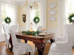 Like the colors. White Done Right White slipcovers unify the dining room chairs. A simple fir wreath on each window adds a touch of elegance. Yellow Dining Room, Dining Room Chairs, Dining Area, Dining Table, Dining Rooms, Southern Living Rooms, Interior Exterior, Interior Design, Room Interior