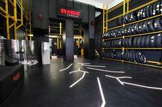 Scopri Pirelli Ride Passion, la rete esclusiva di negozi specializzati in pneumatici per le moto. Mechanic Shop, Mechanic Garage, Workshop Design, Garage Workshop, Garage House, Dream Garage, Mechanical Workshop, Subaru, Warehouse Design