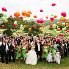 Una foto de boda muy alegre! / Such a fun wedding photo!