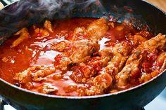 Fă ostropel de pui autentic românesc după cea mai rapidă și ușoară rețetă, asta! Îți iese sosul atât de gustos, numai bun de întins pâinea proaspătă în el! Serbian Recipes, Romanian Food, Ratatouille, Nutella, Bacon, Recipies, Curry, Food And Drink, Diet