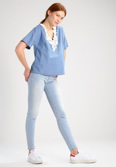 ¡Cómpralo ya!. SET Blusa blue denim. SET Blusa blue denim Premium   | Material exterior: 100% algodón | Premium ¡Haz tu pedido   y disfruta de gastos de enví-o gratuitos! , blusas, blusa, blusón, blusones, blouses, blouse, smock, blouson, peasanttop, blusen, blusas, chemisiers, bluse. Blusas  de mujer color azul claro de Set.