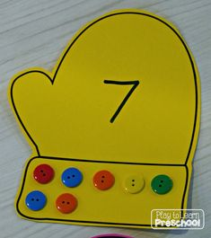 Play to Learn Preschool: Mitten Button Counting by dorthy Numbers Preschool, Preschool Lessons, Preschool Math, Classroom Activities, Kindergarten Math, Preschool Winter, Creative Curriculum, Play To Learn, Winter Theme
