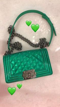 Chanel Handbags, Fashion Handbags, Purses And Handbags, Fashion Bags, Women's Fashion, Fashion Outfits, Luxury Purses, Luxury Bags, Design Logo