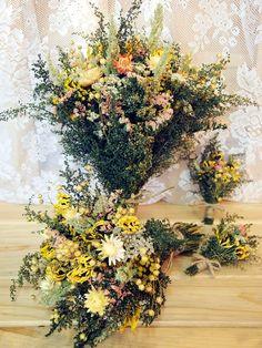 Rustic dried flowers Dried Flower Arrangements, Dried Flowers, Groom Boutonniere, Flower Patch, Black Eyed Susan, Wedding Flowers, Wedding Bells, Sister Wedding, Yellow Wedding