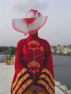 The Fall, 2006 by Tarsem Singh. Art Direction by Lisa Hart. Set Decoration by Riccardo Pugliese Cynthia Sleiter. Costume Design by Eiko Ishioka. The Fall Movie, The Fall 2006, Eiko Ishioka, Movie Costumes, Japanese Artists, Models, Costume Design, Wearable Art, Catwalk