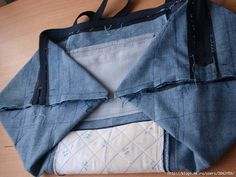 Upcycle Old Jeans into a Beautiful Zippered Bag - AllDayChic Diy Bags And Purses Patterns, Denim Bag Patterns, Diy Bags Purses, Purse Patterns, Sewing Patterns Free, Diy Jeans, Zipper Pouch Tutorial, Diy Friendship Bracelets Patterns, Denim Crafts