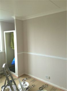 Dulux nutmeg white with white dado rail - Best Halway ideas Hallway Colours, Interior, Dado Rail, Lighted Bathroom Mirror, Dulux Nutmeg White, Bathroom Mirror, Damask Wallpaper, Trellis Wallpaper, White