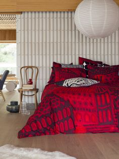 Kumiseva print by Marimekko Marimekko, Red Sheets, Inside A House, Scandinavia Design, Christmas Bedding, Interior Design Inspiration, Decoration, Interior And Exterior, Simple