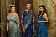 Sarah Parish as Pasiphae, Alexander Siddig as Minos, Aiysha Hart as Ariadne in Atlantis (2013)