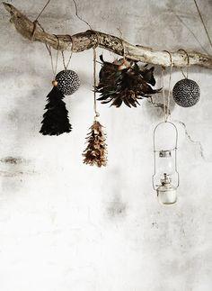 modern holiday // minimal ornaments // Home sweet home chez Madam Stoltz