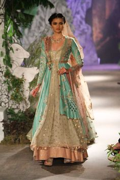 Complete collection: Anju Modi at India Couture Week 2017 Indian Bridal Outfits, Indian Fashion Dresses, India Fashion, Women's Fashion, Japan Fashion, Bridal Fashion, Street Fashion, Indian Lehenga, Indian Gowns