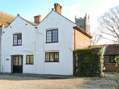 This mid-terraced cottage is located in Northrepps near to Cromer and can sleep six people in three bedrooms. Garden Swimming Pool, Swimming Pools, Cromer Norfolk, Norfolk Cottages, Holiday Cottages To Rent, Fire Kids, Log Fires, Self Catering Cottages, Ground Floor