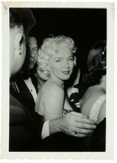 vintage everyday: These Rare Candid Photographs of Marilyn Monroe in the From a Superfan's Collection As You've Never Seen Before Marylin Monroe, Fotos Marilyn Monroe, Jerry Lewis, Audrey Hepburn, Divas, Nickolas Muray, Milton Greene, Milton Berle, Under The Hammer