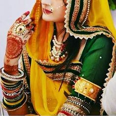 Rajputi Poshak is royal attire which is worn majorly in Rajasthan only, and it can also be called Rajasthani Poshak. Culture community are expressed by its attire Rajasthani Photo, Rajasthani Lehenga, Rajasthani Bride, Cute Baby Girl Images, Stylish Girl Images, Indian Bridal Outfits, Bridal Wedding Dresses, Rajputi Dress, Royal Clothing