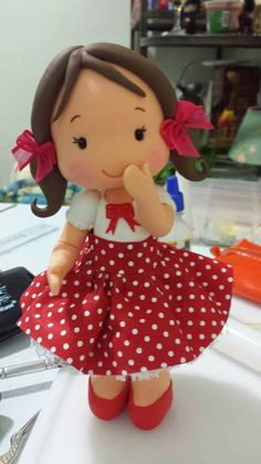 Anos 60 Polymer Clay Dolls, Polymer Clay Miniatures, Polymer Clay Projects, Clay Crafts, Sugar Animal, Fondant Animals, How To Make Clay, Clay Baby, Clay Figurine