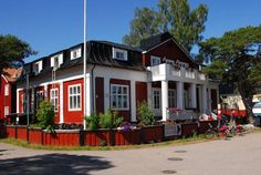 Hotel Strandbo Nauvo Conveniently situated by Nagu Marina, Hotel Strandbo is an excellent base for travellers to the scenic Turku Archipelago Trail. It offers free Wi-Fi and free parking.