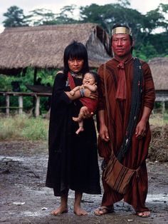 Ashanika family | The Ashaninka tribe live in both Brazil and Peru and are one the largest indigenous groups in South America. | © Mike Goldwater
