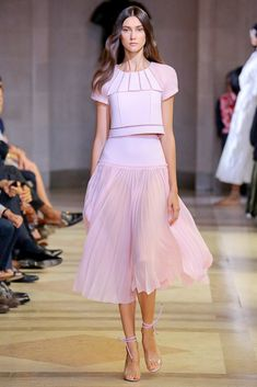 Carolina Herrera Spring 2016 Ready-to-Wear Collection Photos - Vogue#1#3