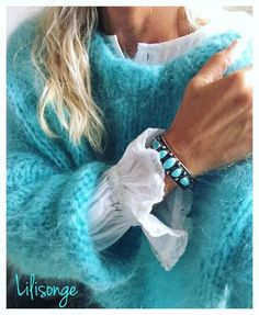 Green - IG Pull kid mohair # turquoise on InstagPram Pull Angora, Pull Mohair, Look Fashion, Fashion Outfits, Womens Fashion, Fashion Details, Shades Of Turquoise, Mohair Sweater, Winter Sweaters