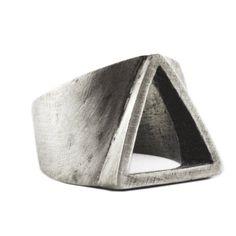 carpediemjewellery Homme bague argent Triangle rustique personnaliser Mens Rings