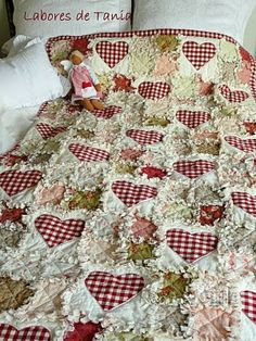 Sensational amish quilts - read up on our website for additional creative concepts! Baby Rag Quilts, Flannel Quilts, Girls Quilts, Quilting Projects, Quilting Designs, Shabby Chic Quilts, Rag Quilt Patterns, Homemade Quilts, Easy Quilts