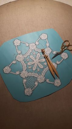 Marco Bueltermann Rosaline Lacemaking, Simple Flowers, Bobbin Lace, Diy And Crafts, Inspiration, Fantasy, Biblical Inspiration, Bobbin Lacemaking, Lace Making