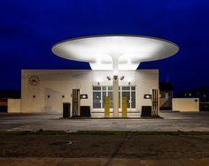 Arne Jacobsen 's design for a petrol station - Google-søk