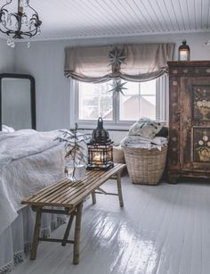 pictures of french shabby chic bedrooms Shabby Chic Bedrooms, Shabby Chic Decor, Decorating Your Home, Interior Decorating, Swedish Interior Design, Beautiful Bedrooms, Cozy House, Sweet Home, Bedroom Decor