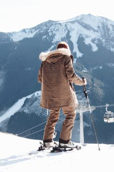 Erik Scholz wearing Bench Waterproof Ski Jacket with Back Print and the matching Ski Pants with Waterproof Properties while enjoying his view over the beautiful snowy landscape of Saalbach