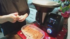 SALMON CON GUARNICION AL VAPOR EN MAMBO!!! - YouTube Queso, Youtube, Recipes, Cakes, Herbes De Provence, Crockpot, Food Processor, How To Make, Pies