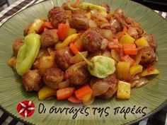 Spetzofai is a rustic Greek sausage and pepper dish. This versatile spetzofai recipe is quite simple to make, yet it bursts with flavor. Food Wishes, Greek Cooking, Sausage And Peppers, Yummy Mummy, Greek Recipes, Stuffed Green Peppers, Food Videos, Food And Drink, Healthy Recipes