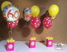 Centrotavola di palloncini per festeggiare 60 anni. Festa di Compleanno per addobbare la tavola al ristorante. Realizzato da C&C Creations Eventi