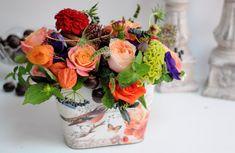 Imagini pentru aranjamente florale Table Decorations, Furniture, Home Decor, Decoration Home, Room Decor, Home Furnishings, Arredamento, Dinner Table Decorations, Interior Decorating
